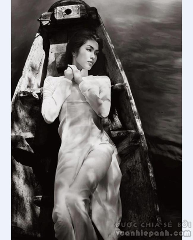 Angela Phuong Trinh e ap voi ao dai