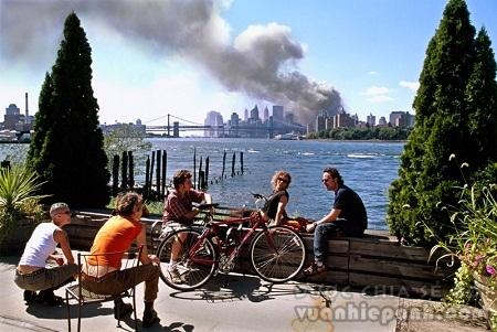 Ảnh chụp vụ tấn công khủng bố11/9/2001 của nhiếp ảnh gia Thomas Hoepker
