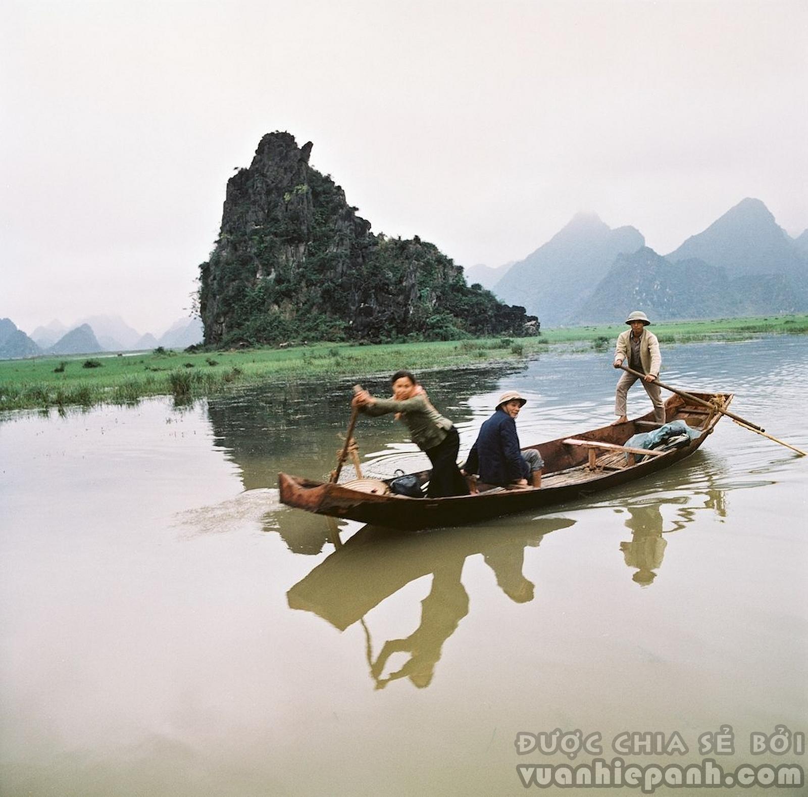 Suối Yến đẫn đến chùa Hương , huyện Mỹ Đức, Hà Tây (nay là Hà Nội). Ảnh: Thomas Billhardt