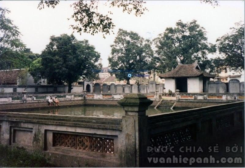 Văn Miếu, Hà Nội 1991. Ảnh: Lewis M. Stern