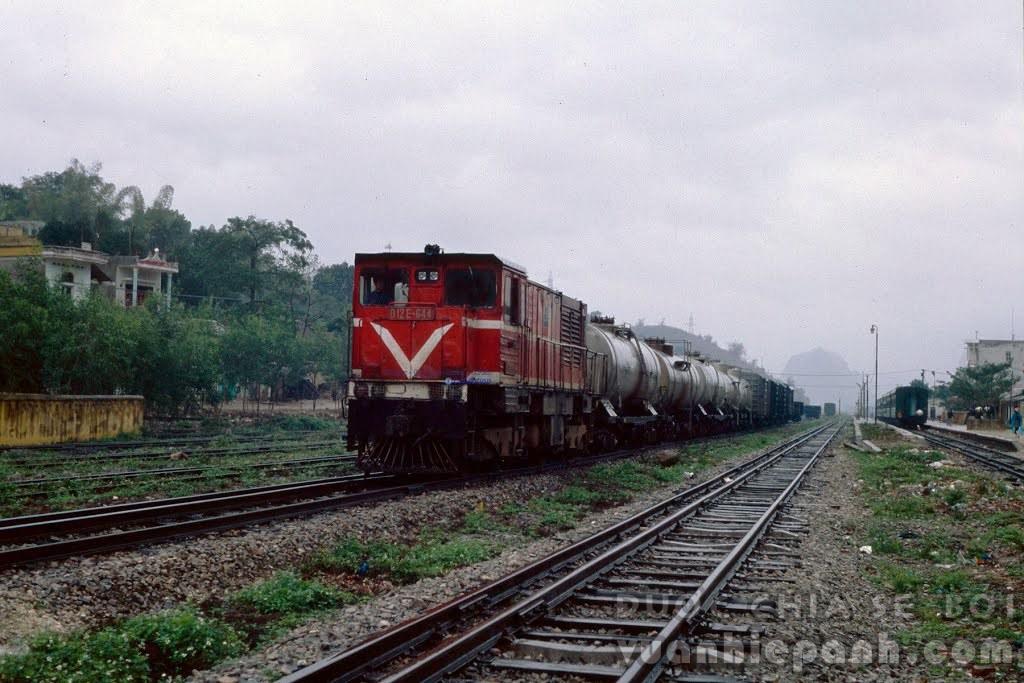 Ga Mạo Khê, Đông Triều, Quảng Ninh, 2001. Ảnh: Marra Man