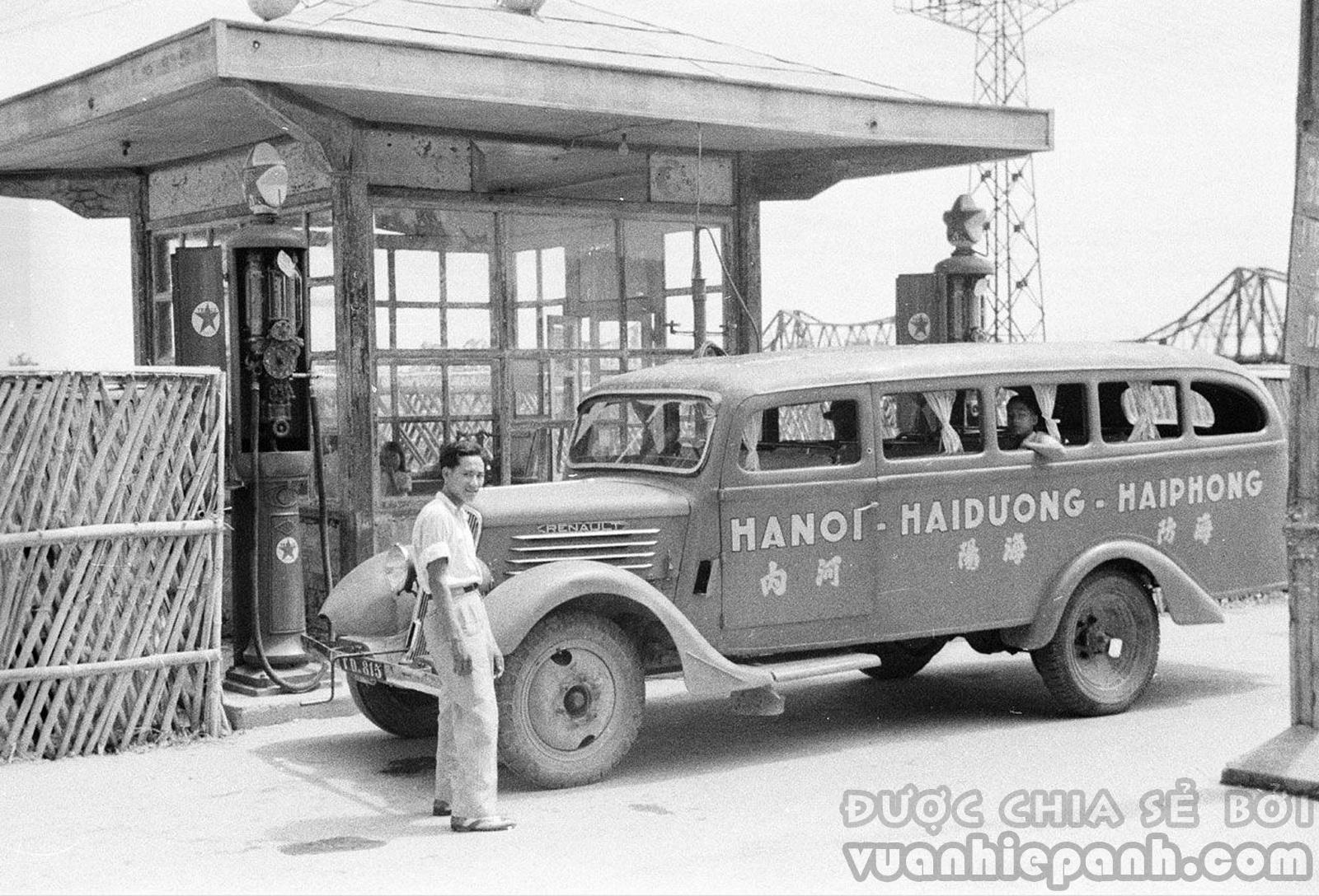 Hà Nội 1940. Trạm xăng Texaco gần cầu Long Biên.