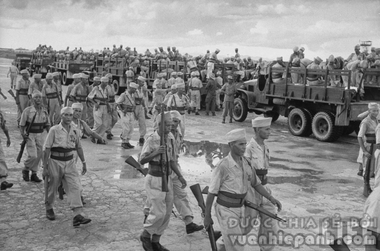 Lính Pháp chuẩn bị rút khỏi Hà Nội. Tháng 10, 1954.