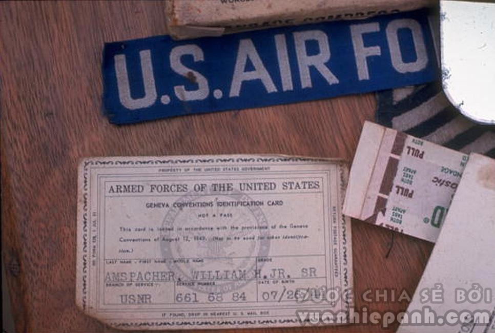 Giấy tớ thu được của những phi công Mỹ bị bắt giữ.