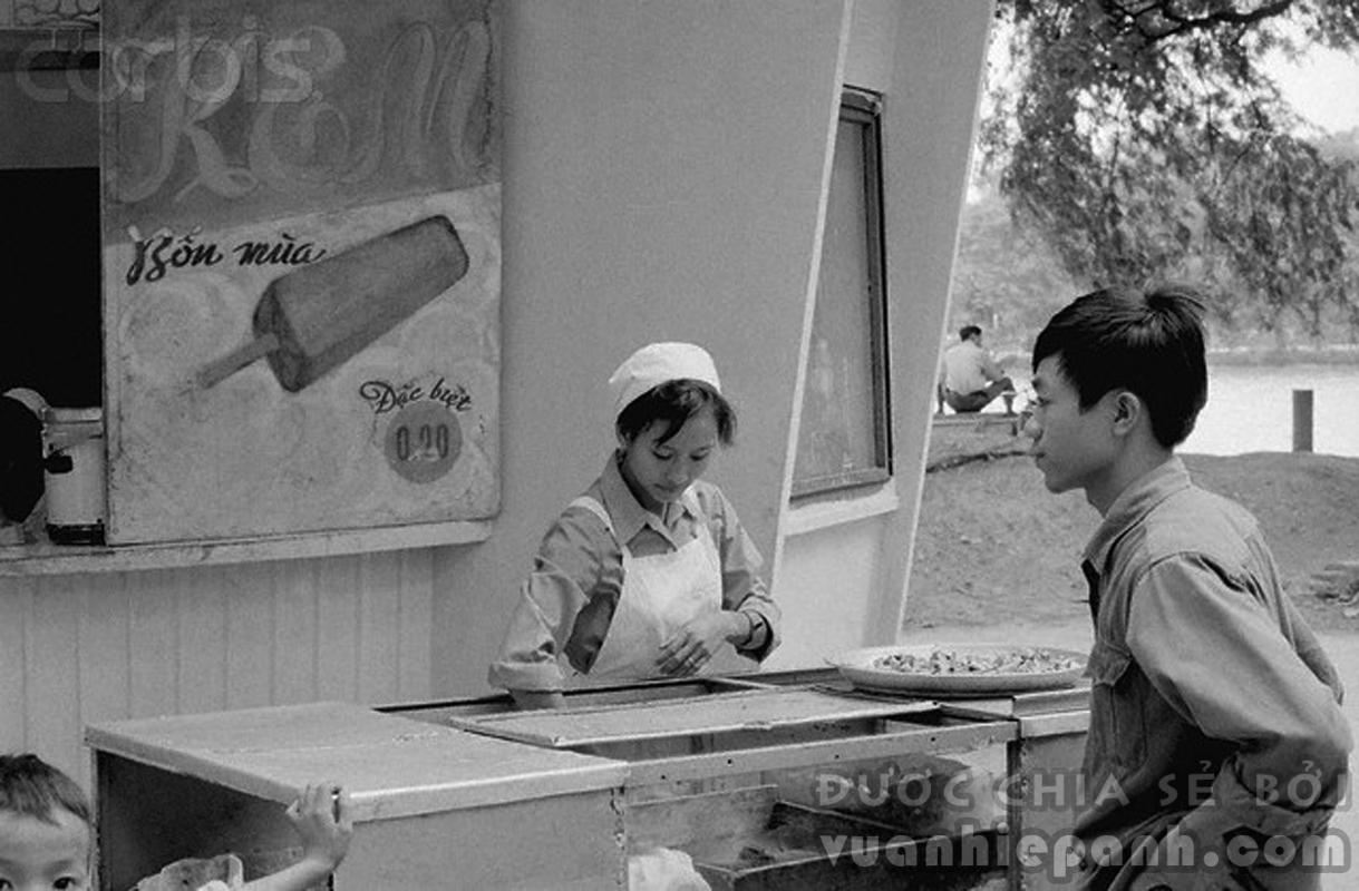 Kem bờ hồ, Hà Nội 1973.