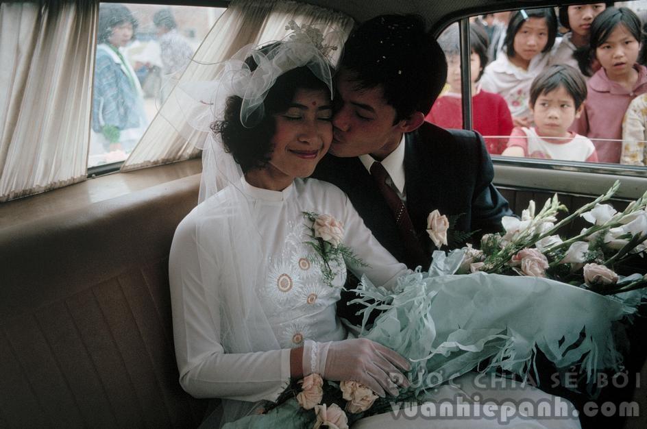 Một đám cưới. Hà Nội 1989. Ảnh: David Alan Harvey